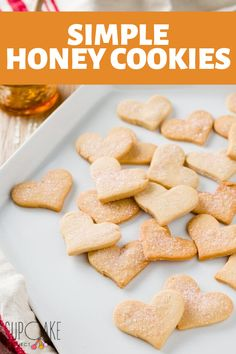 These honey cookies have the texture of crisp sugar cookies but aren't made with sugar. They hold their shape perfectly during baking – like butter cookies – and offer a satisfying honey taste. Easy Baking Recipes, Honey Recipes, Sweet Recipes, Honey Cookies, Sugar Cookies Recipe, Honey Dessert, Desserts With Honey, Dessert Bread, Sugar Free Desserts