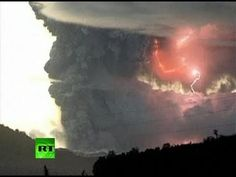 Spectacular video of lightning inside Chile Puyehue volcano ash cloud | http://pintubest.com
