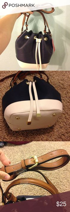 SALE! Merona bucket bag NWT! this bag is so cute! it is navy blue and white, with gold detailing. it's incredibly spacious on the inside, and it comes with an adjustable long strap. never used. originally purchased for $34.99. NWT. :) Merona Bags Crossbody Bags