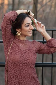 Boho Lace Dress accessorized with gold flower earrings – MODE DELINA