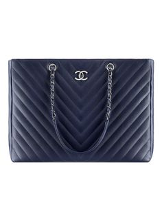 Large shopping bag, grained calfskin-navy blue - CHANEL