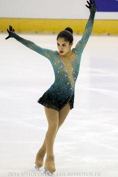 Figure Skating Costumes — Sofia Del Rio's short program costume at the Figure Skating Outfits, Figure Skating Costumes, Figure Skating Dresses, Eislauf Outfits, Dance Outfits, Roller Skating, Roller Derby, Skate Wear, Bleu Marine