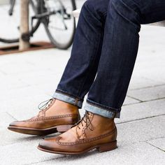 Awesome @johnstonmurphy boots...love the color of this pair @mitchyasui Follow @runnineverlong on Instagram for more inspiration #boots #johnstonmurphy