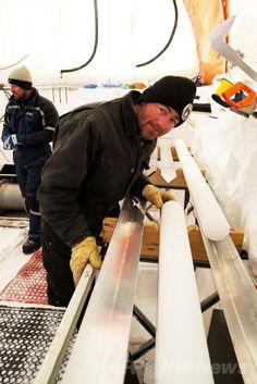 南極のオーロラ盆地(Aurora Basin)で採取した氷床コアを調べるプロジェクトリーダーのマーク・カラン(Mark Curran)氏(撮影日不明)。(c)AFP/AUSTRALIAN ANTARCTIC DIVISION/TONY FLEMING ▼9May2014AFP|南極で2000年前の氷床コアを採取 http://www.afpbb.com/articles/-/3014472 #Ice_core #Nucleo_de_hielo #Carotte_de_glace #Eisbohrkern #Iskerne #Carota_di_ghiaccio #IJskern #Testemunho_de_gelo #Iskjerne #Jaakairausnayte #Rdzen_lodowy #Mark_Curran