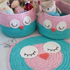 Crochet Pillow Owl Baby Blankets 23 New Ideas Diy Crochet Basket, Crochet Mat, Crochet Carpet, Crochet Owls, Crochet Basket Pattern, Crochet Pillow, Crochet Patterns, Crochet Home Decor, Crochet Crafts