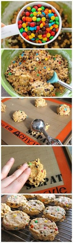 Maak je m&m koekjes Soft Monster Cookies: 1/2 cup or 1 stick of butter (at room temperature) 1/2 cup brown sugar 1/4 cup white sugar 3/4 cup creamy peanut butter 1 egg 1 teaspoon vanilla 1/2 teaspoon baking soda 1 1/4 cups all purpose flour 1/2 cup quick cooking oats 3/4 cup m 1/4 cup chocolate chips 1/4 peanut butter chips