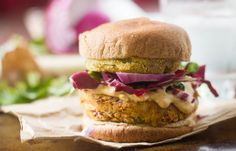 These vegan Cajun burgers are made from red beans, loaded with spices, and topped with crispy fried green tomatoes and creamy diary-free remoulade sauce. Mango Salsa Recipes, Fried Green Tomatoes, Bean Burger, Red Beans, Low Carb Diet, A Food, Food Processor Recipes, Burgers, Cooking