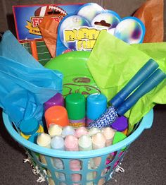 raffle idea Room Mom Extraordinaire: Summer Fun Basket for Kids Summer Gift Baskets, Kids Gift Baskets, Themed Gift Baskets, Easter Baskets, Fundraiser Baskets, Raffle Baskets, Kids Prizes, Raffle Prizes, Chinese Auction