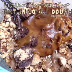 PEANUT BUTTER CUP PROTEIN COOKIE DOUGH:⏩1 scoop @Cellucor PB Marshmallow whey  1 Tbsp (7 g) coconut flour •2 Tbsp oat flour •2 Tbsp (40 g) unsweetened applesauce (or sub Greek yogurt) •1-2 Tbsp of almond milk (to desired consistency •2 packets Stevia •1/4 tsp butter and or vanilla extract •optional: @QuestNutrition Cravings peanut butter cup & peanut butter to top. Nutrition for just the dip: 245 calories, 3 g fat, 22 g carbs, 28 g protein, 6 g fiber