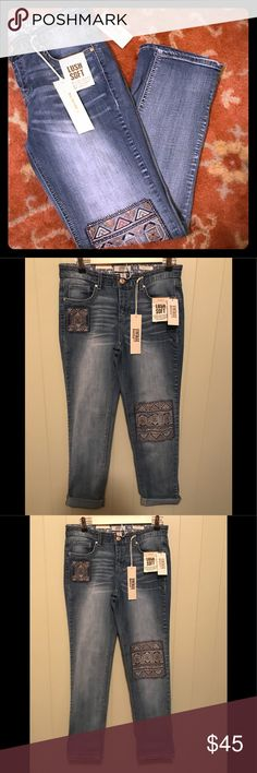 "Vintage America embroidered jeans size 4 A floral embroidery makes these jeans a must have for every modern style female. The vintage vibe and endless versatility will ensure your look stays first class whatever your day has in store! Zip closure, classic five pocket styling, and machine washable. Approximate measurements: waist flat: 15 1/2"", rise: 8 1/2"", inseam: 28 1/2"", and ankle flat:6 1/2"". Brand new with tags!! Vintage America Jeans Boyfriend"