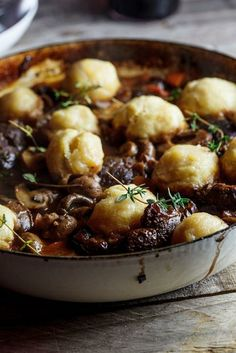 shin stew with Parmesan dumplings Beef stew with Parmesan dumplings! This looks rich and delicious!Beef stew with Parmesan dumplings! This looks rich and delicious! Think Food, I Love Food, Good Food, Yummy Food, Tasty, Meat Recipes, Dinner Recipes, Cooking Recipes, Beef Shin Recipes