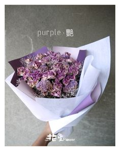 purple . 艷 花花世界 人人都想成為最獨特的那個 被人重視 或許不需要別人的光 你已是最特別的存在~~~  http://www.pcstore.com.tw/mani/ PChome商店街  *****免運費限台灣本島*****  花禮材料使用不凋花(恆星花.永生花)及乾燥花等材料製成. 所以可以長時間擺放,不需要澆水及日照. 適合居家擺飾.生日送禮及個人辦公桌裝飾.  #玫瑰乾燥花 #極速乾燥  #乾燥花束  #maniFlower  #花生Flower  #花生mani #乾燥花男孩