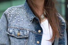 The hottest fashion trend: 10 pearl embellished denim outfits - Denim Jacket Outfit Diy Jeans, Jean Diy, Diy Vetement, Mode Jeans, Denim Ideas, Embellished Jeans, Diy Clothing, Denim Fashion, Pullover