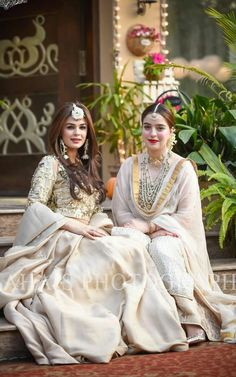 Indian Bridal Wear & Wedding Dresses online Ideas, Images, Photos online on Happy Shappy. You can save the beautiful collection on your dream board. Pakistani Wedding Outfits, Pakistani Dresses, Indian Dresses, Indian Outfits, Bridal Lehenga, Lehenga Choli, Anarkali, Sharara, Look Short