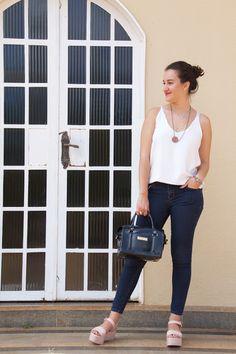 Jeans + Branco + Melissa Mar + Petite Jolie