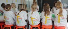 SÅ er det nu: forbered dig på fire hele dage i kunstens tegn! Igen i år afholder ARoS Studio SommerKunstSkole for kreative og aktive børn og unge: DIG!