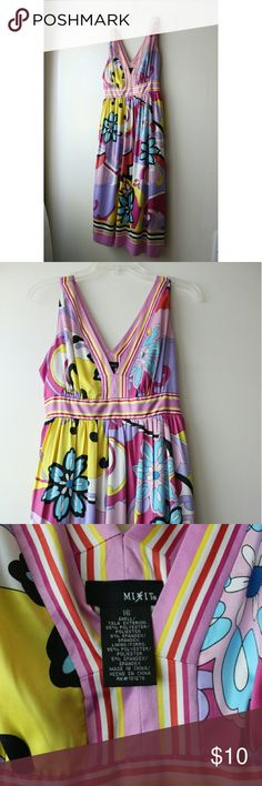 NEW LISTING 70s inspired V-neck dress Bringing back the 70s. No signs of wear and worn a few times. mixit Dresses