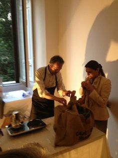 """Anna Maria Pellegrino, winner of the contest """"Dinner with the Ottomans"""",  discovers the award along with Alberto Trabatti of Roasting Penazzi in Ferrara."""