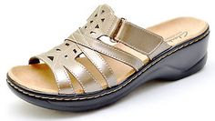 Nice and easy! Flat Sandals, Shoes Sandals, Flats, Flat Shoes, Ladies Sandals, Ladies Shoes, Womens Slippers, Fashion Outfits, Womens Fashion