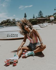Back to my childhood! Lets see if I can roller-skate again without breaking a leg ⛸☺️ Retro Roller Skates, Roller Skate Shoes, Roller Derby, Foto Tablet, Roller Skating Pictures, Skate Photos, Snowboard Girl, Skate Girl, Foto Casual