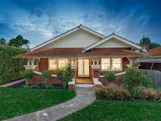 Californian bungalow facade ideas: Red tiles, no green in the colour scheme