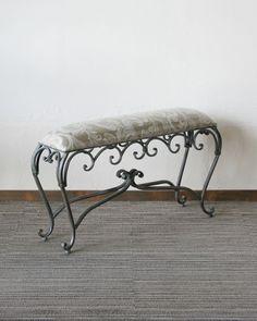 奥行きが浅いアンティーク風の玄関ベンチ(アイアン/布張り):輸入家具、イタリア家具の通販:アピタス