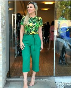 Pin by Susana Cervantes Gonzalez on Moda in 2019 Trendy Fall Outfits, Classy Outfits, Chic Outfits, Fashion Outfits, Cute Fashion, Trendy Fashion, Fashion Looks, Iranian Women Fashion, African Fashion