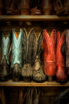 love cowgirl boots and cowboy boots(: