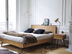 mesita y cama