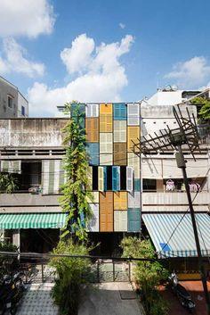 #Inspiração: O bairro Ho Chi Minh, no Vietnã, ganhou novos ares. Este centro cultural conta com 3 pavimentos, todos com #móveis doados ou reaproveitados. O projeto #sustentável foi desenvolvido pela Block Architects e tem o objetivo de integrar os moradores. Vejam que bacana! =)