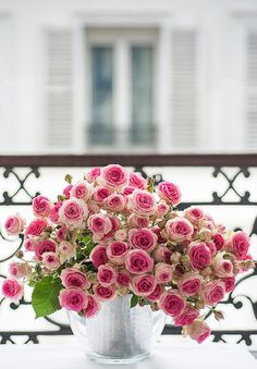 The most gorgeous display of pink roses.