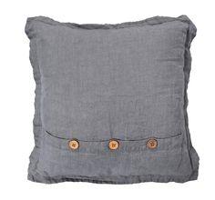 Sierkussen 101: verkrijgbaar in antraciet en grijs. Combineer ze met andere sierkussen van 101 en creëer een échte relaxplek #101woonideeen #leenbakker