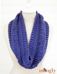 Ups and Downs Cowl - free #crochet pattern on Mooglyblog.com!