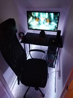 Converted my under stairs cupboard into a battlestation Home Office Closet, Tiny Office, Home Office Setup, Guest Room Office, Home Office Design, Office Under Stairs, Room Under Stairs, Under Stairs Cupboard, Stairs Game