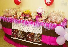 Decoração de festa infantil: uma mesinha de doces toda especial.
