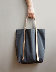 'MALA CINTO' Tote bag with adjustable leather straps by ANVE