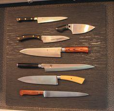 Elegantes Schweben! Eine Messerpräsentation, die beeindruckt! Die Messer werden von Magneten gehalten.