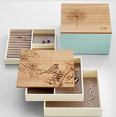 17 Ideas for diy jewelry organizer box thoughts Jewellery Box Making, Jewellery Boxes, Wooden Jewelry Boxes, Jewelry Gifts, Jewellery Rings, Jewellery Designs, Diy Jewelry Organizer Box, Diy Box, Jewelry Packaging