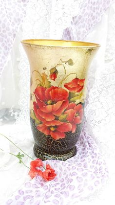 ДЕКУПАЖ.  Not sure what this is saying but the vase is beautiful.