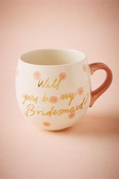 This will handwritten-style 'Will you be my bridesmaid' mug in gold is one of 17 Fun Ways to Ask 'Will You Be My Bridesmaid? Ways To Ask Bridesmaids, Bridesmaids And Groomsmen, Will You Be My Bridesmaid, Gold Wedding Favors, Gifts For Wedding Party, Party Gifts, Wedding Stuff, Bridesmaid Mug, Best Bridesmaid Gifts