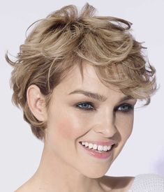 Short Hair Winter images of the most beautiful cuts - short hair winter 2018 26 Short Wavy Haircuts, Trendy Hairstyles, Pixie Haircuts, Medium Short Hair, Short Hair Cuts For Women, Curly Hair Cuts, Curly Hair Styles, Wedge Haircut, Short Hair Trends