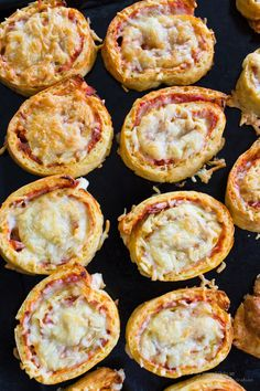 Pizzabullar LCHF, Glutenfria, Low Carb - 56kilo.se - Recept, inspiration och livets goda Lchf, Recipe For Onion Pie, Food N, Food And Drink, Low Carb Recipes, Healthy Recipes, Breakfast Snacks, Love Food, Eat