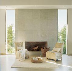 00197138. Butacas doradas junto a la chimenea sobre una alfombra blanca_00197138