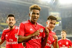 Benfica empata frente ao Fenerbahçe e joga playoff Big Love, Love Of My Life, First Love, Benfica Wallpaper, Sport C, Crab Art, Cristiano Ronaldo, Wall Collage, Real Madrid