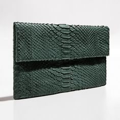 Green olive python clutch by Verinosa Daytime, dinner, or evening¡ Our green olive clutch is an undisputed fashion classic that turns heads wherever you go. Wear it with your favorite jeans for a casual week-end effect or with a dress and heels for a chic elegant one.Designer Colour: Green OliveGenuine Python snakeskin: IndonesiaInterior: Suede lining and debossed designer letteringMagnetic-fastening front flapAvailable with and without removable chain strapDimensions: 26.5cm x 15cmNote…