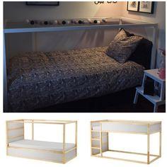 Ikea Kura seng - malet hvid og med opbevaring under sengen, legetøjet er gemt bag et kappelagen