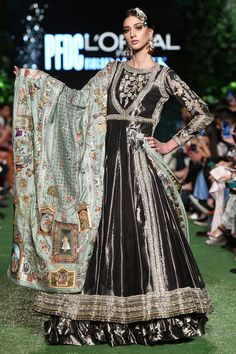 Charcoal Tissue Peshwas With Grey Tissue Textured Skirt And Silk Jamwara Chaadar Mint. Salwar Suit Neck Designs, Neck Designs For Suits, Royal Dresses, Indian Dresses, Indian Bridal, Designer Wear, Indian Wear, Party Wear, Indian Fashion