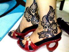 Sudanese Henna lovely design, wish it wasn't black henna