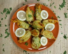 10 μεζέδες της στιγμής για απρόσμενους επισκέπτες - www.olivemagazine.gr Lime, Greek, Fruit, Cooking, Recipes, Food, Magazine, Youtube, Kitchen