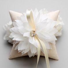 Bague de mariage oreiller - Ivoire fleur sur l'oreiller de bague de mariée soie lavande